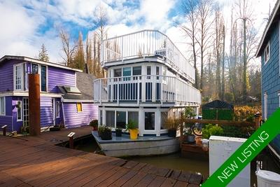 Fort Langley Float Home for sale: Grants Landing 1 bdrm & den  Stainless Steel Trim, Stainless Steel Backsplash, Hardwood Floors 680 sq.ft. (Listed 2019-11-21)